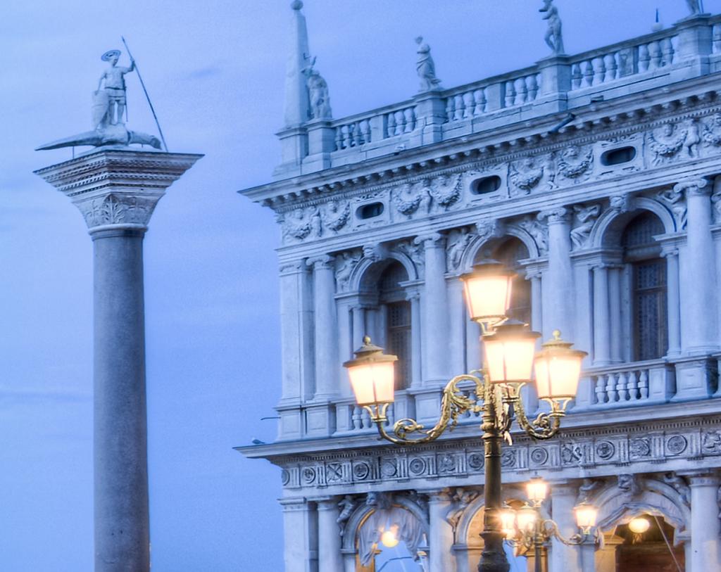 Venice Doge's palace - lamp
